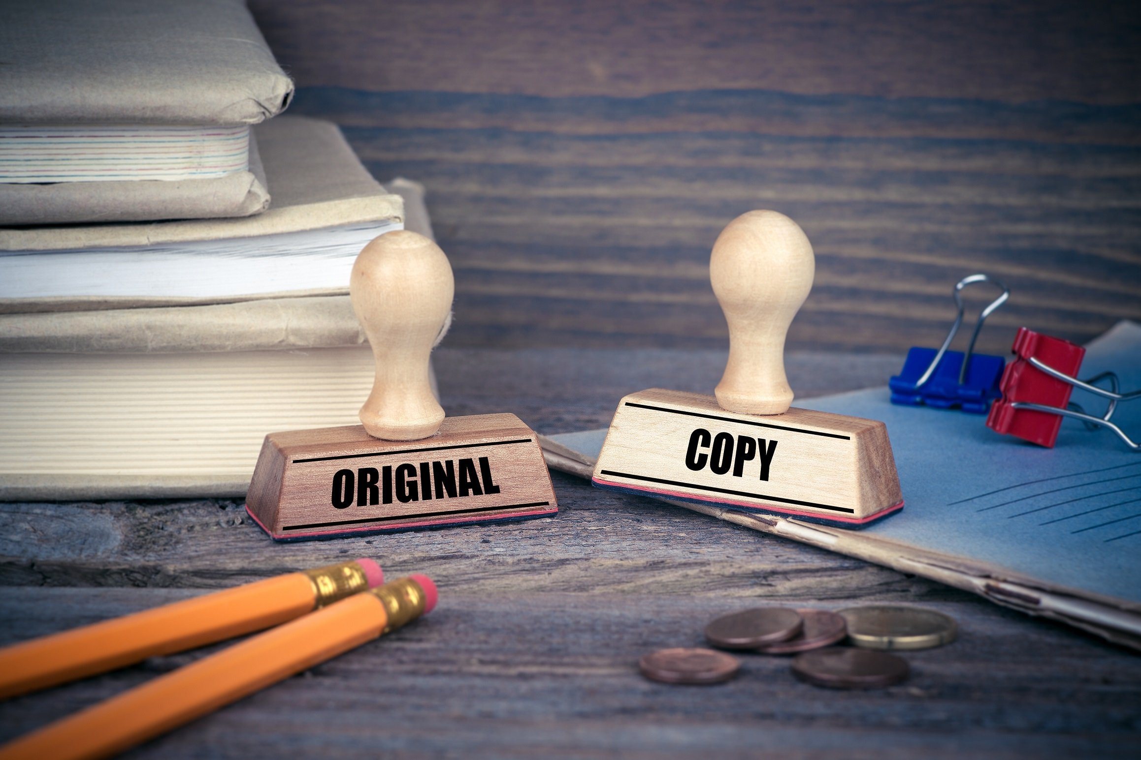 pieczątka za zgodność z oryginałem, pieczątka kopia, dokumenty, spinacze, ołówki