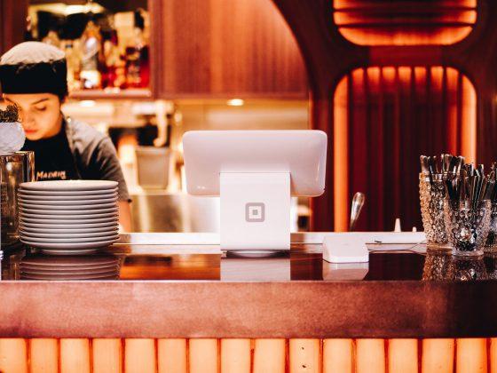 kasa w restauracji, karty stałego klienta