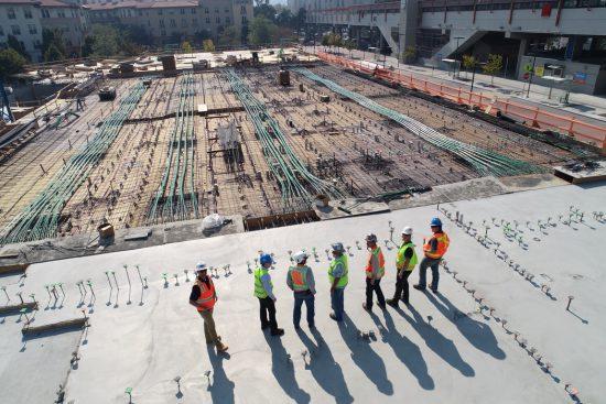 pracownicy na budowie, budowa, kierownik budowy
