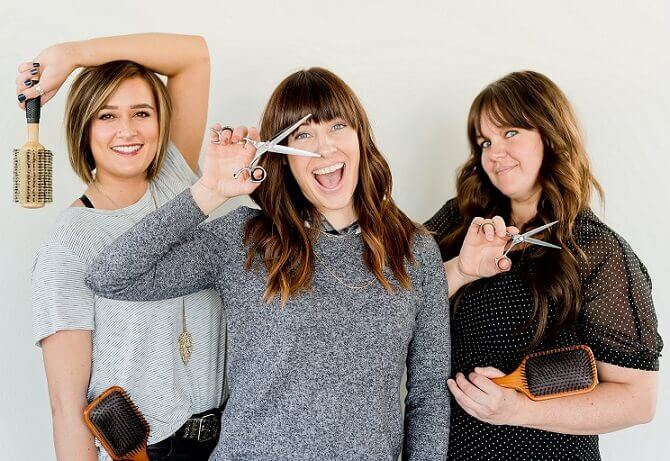 kobiety z salonu fryzjerskiego, fryzjerki